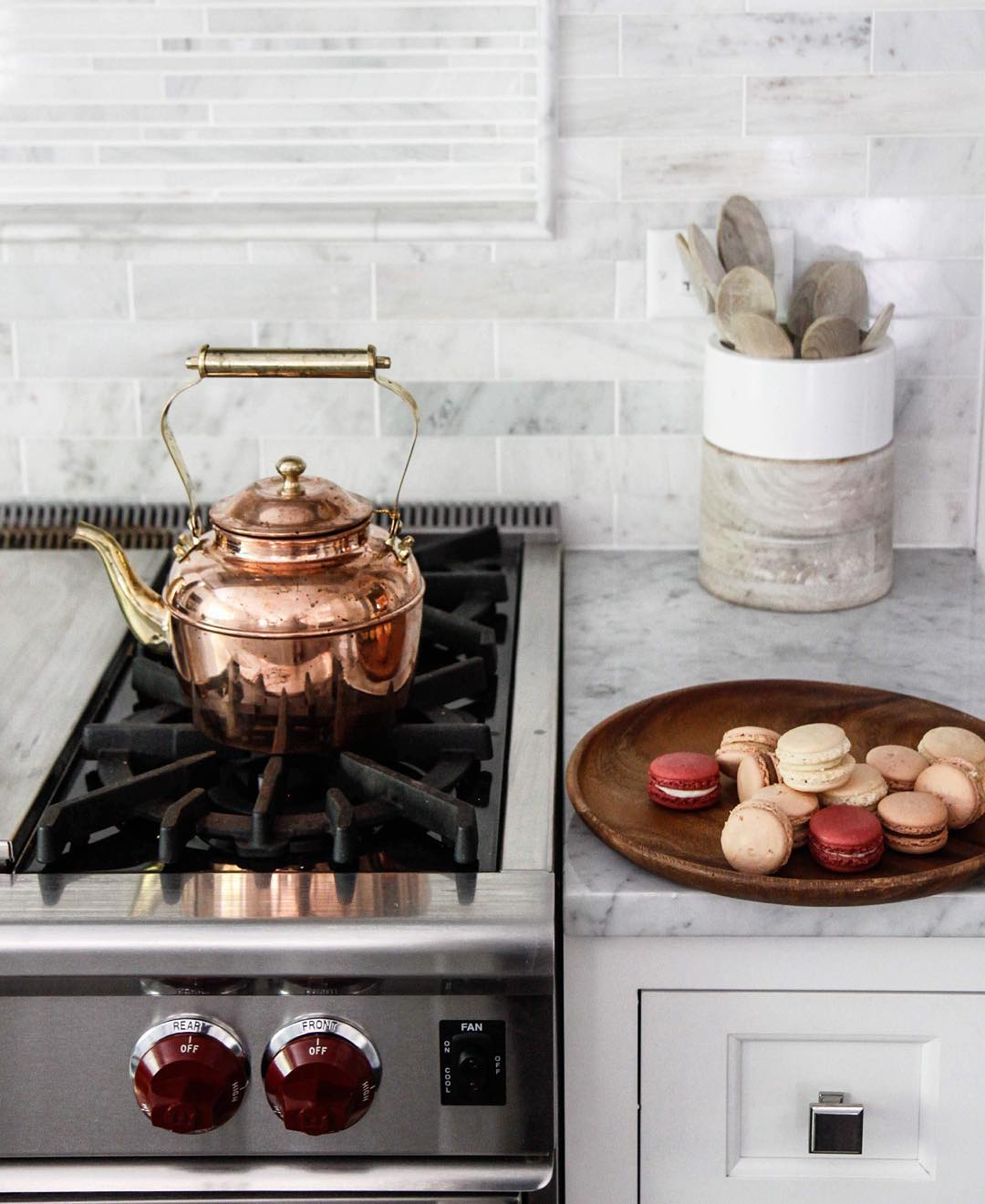 marble counter and backsplash via @citysage