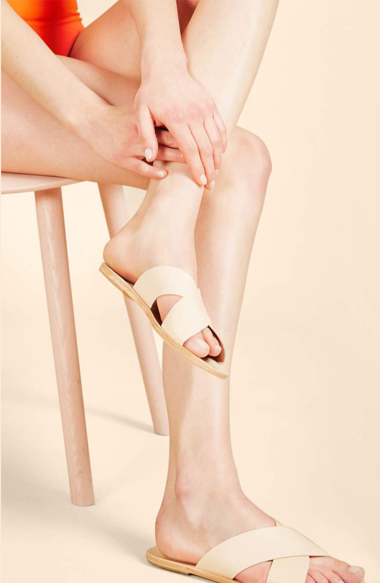minimalist sandals via @citysage