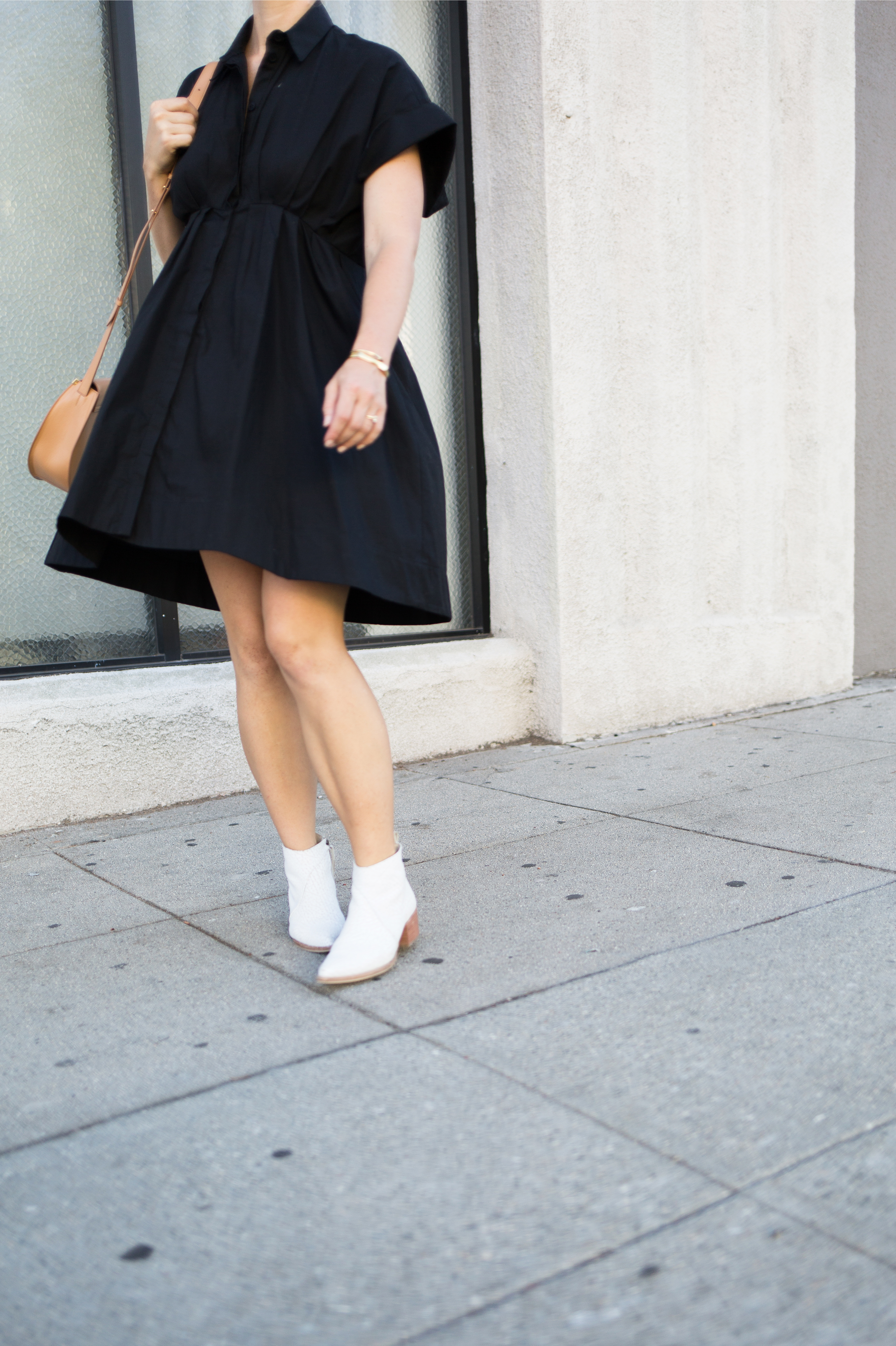 how to transition from summer to fall style with an architectural black shirt dress and light accessories
