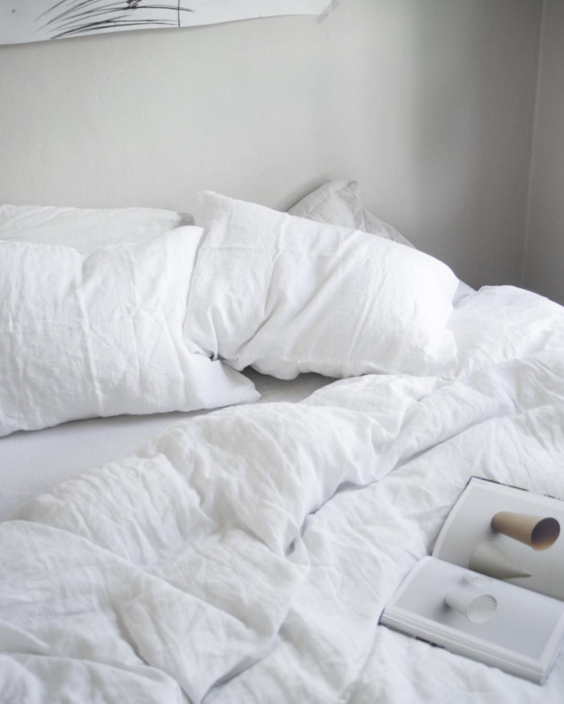 perfect lazy morning with white sheets // anne sage