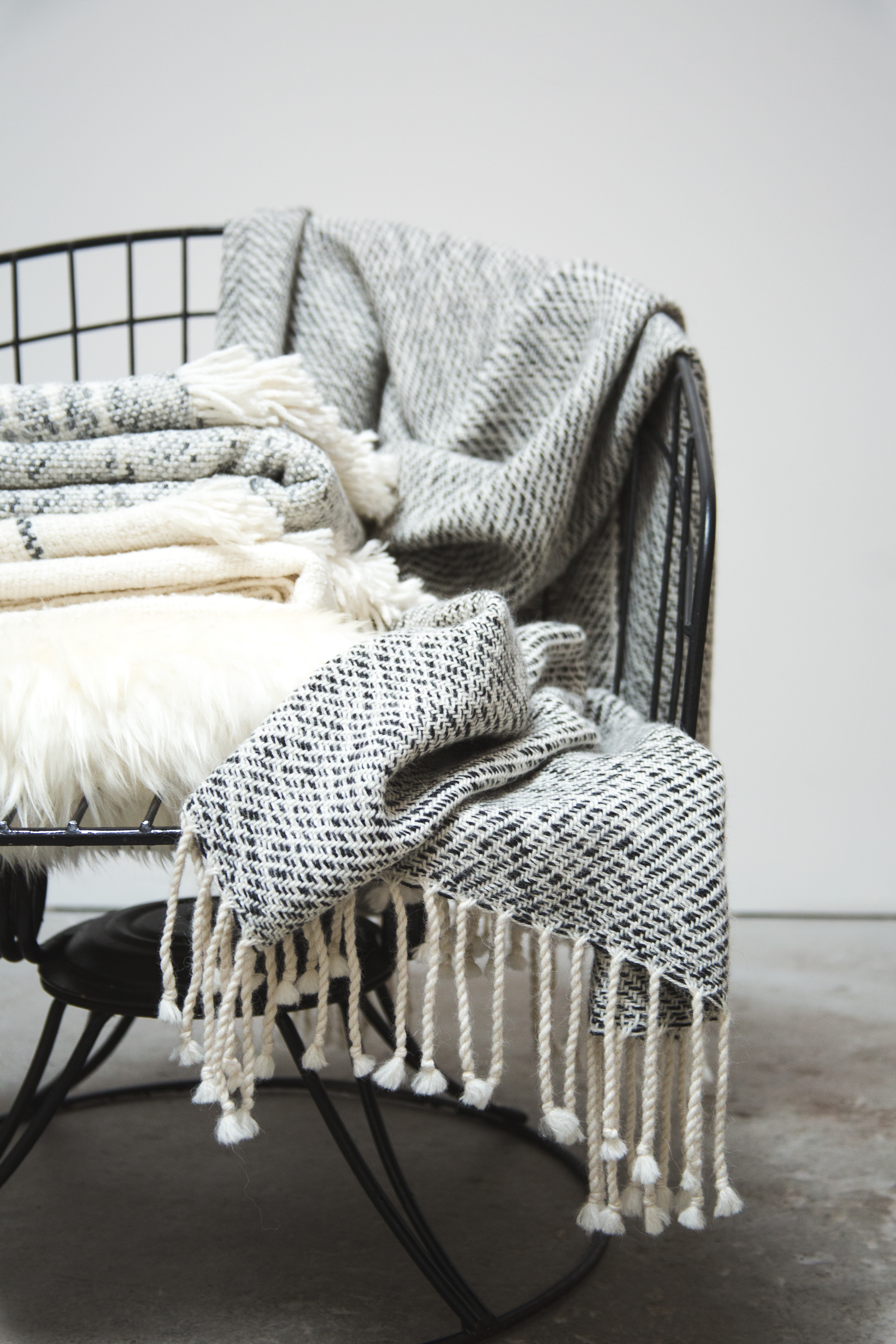 cozy bedroom knit throws for fall // anne sage
