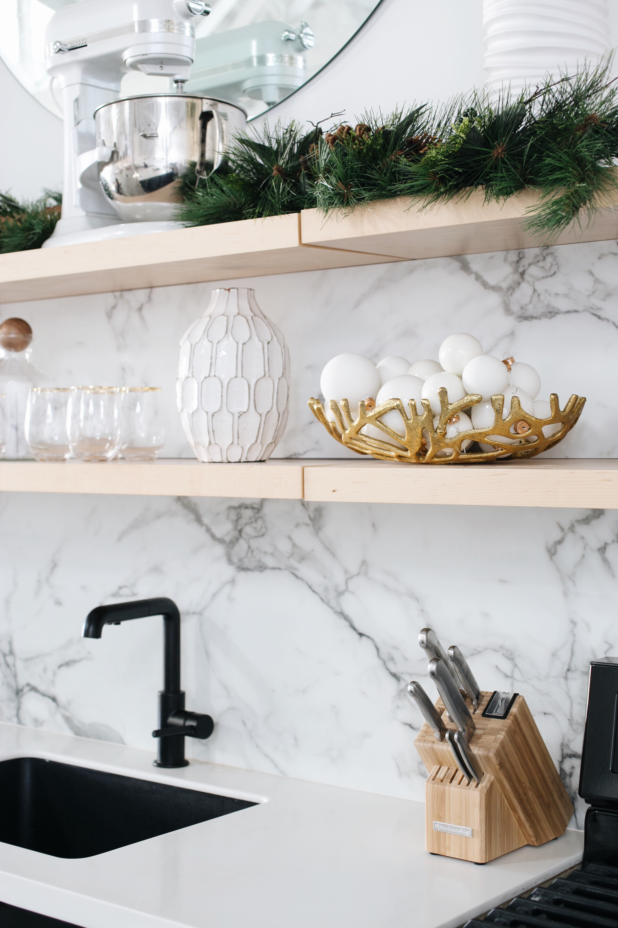 holiday kitchen decorating with open shelves // anne sag
