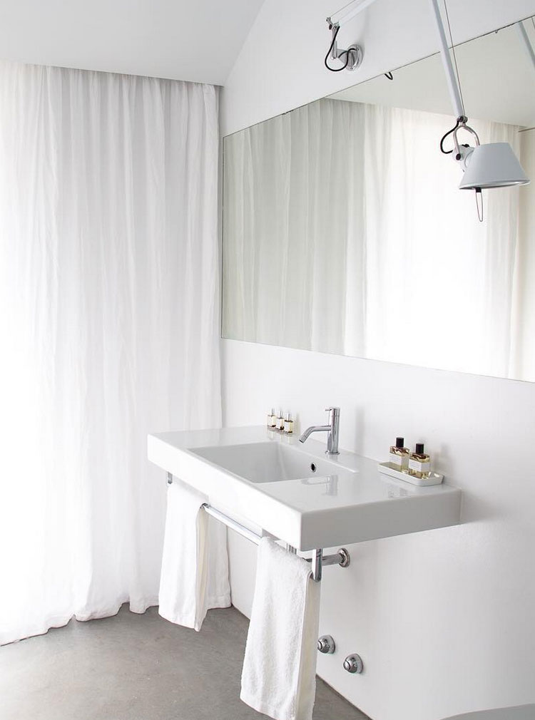 minimalist modern white bathroom // anne sage