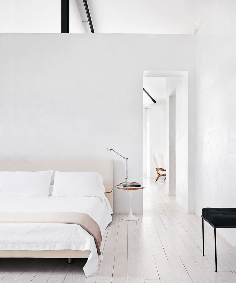 Minimalist interiors inspiration for my new house anne sage for Minimalist black and white bedroom