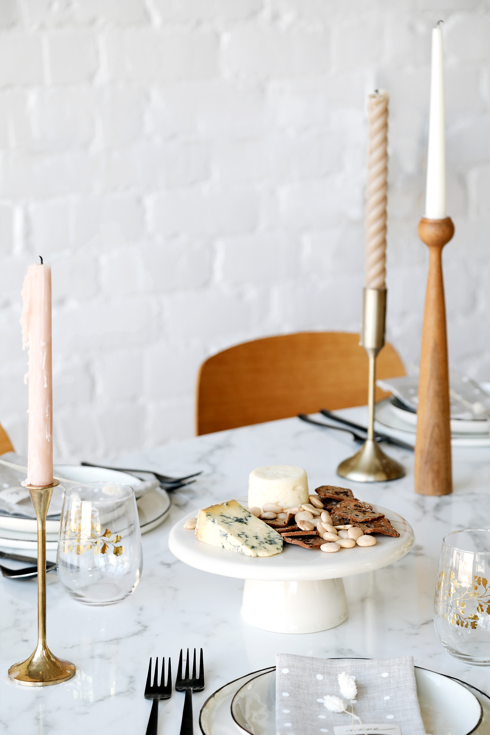 modern organic holiday tablescape ideas